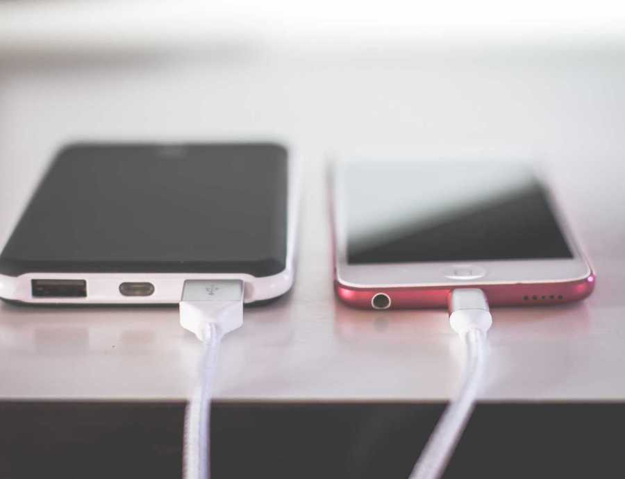 Parlement eist één universele oplader voor smartphones