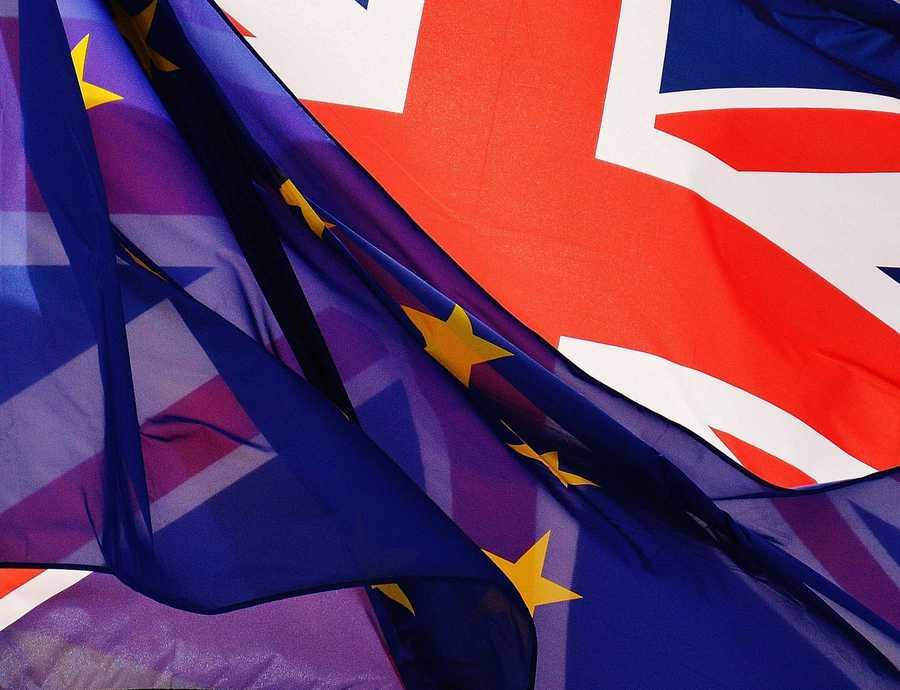 """Kris Peeters: """"Wie jobs wil redden, stelt Brexit uit"""""""